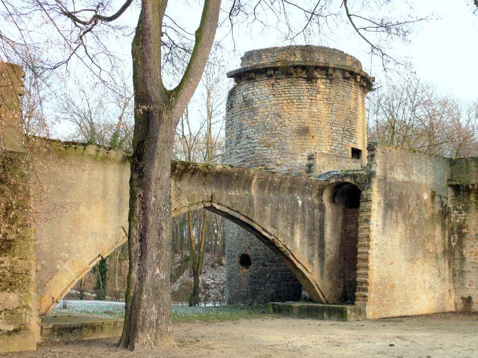 Metz_-_Pont_des_Griles_de_la_Basse_Seille_et_tour_des_Esprits_-731