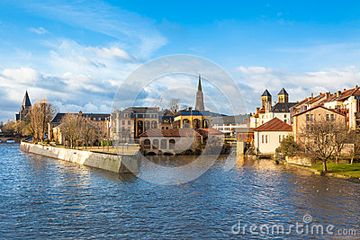 moselle-river-flows-ancient-town-metz-france-28404984