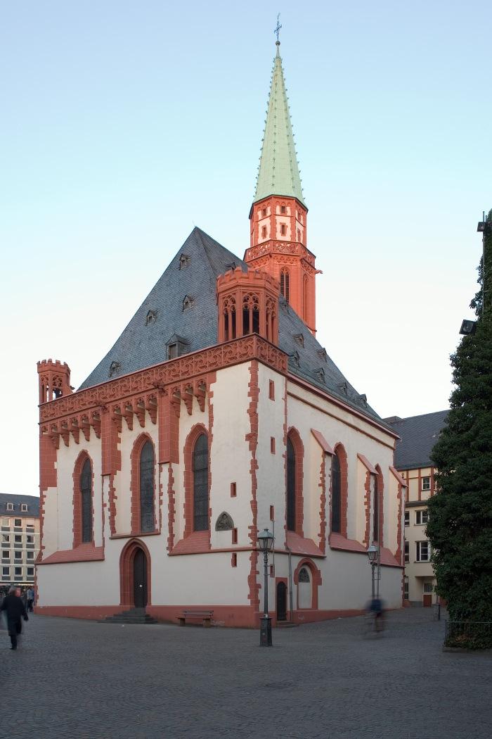 Frankfurt_Am_Main-Alte_Nikolaikirche-Ansicht_vom_Fahrtor-20081230